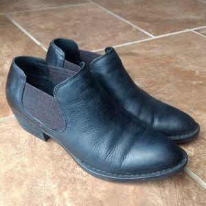 Born black leather women's size 8M excellent condi